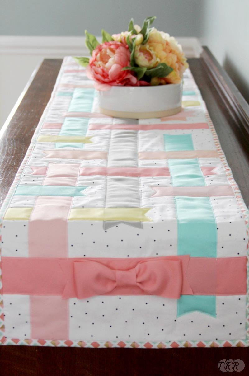 Nice Ribbon And Bow Spring Table Runner   The Ribbon Retreat Blog