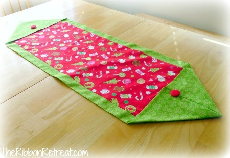 Christmas Table Runner - {The Ribbon Retreat Blog}
