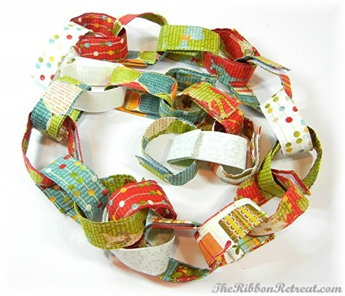 Fabric Christmas Countdown Chain - {The Ribbon Retreat Blog}