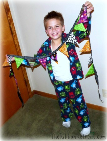 Fabric Halloween Banner - {The Ribbon Retreat Blog}