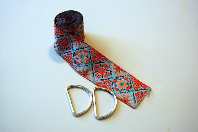 Jacquard Ribbon and D Rings.