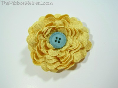 Ric Rac Flower - {The Ribbon Retreat Blog}