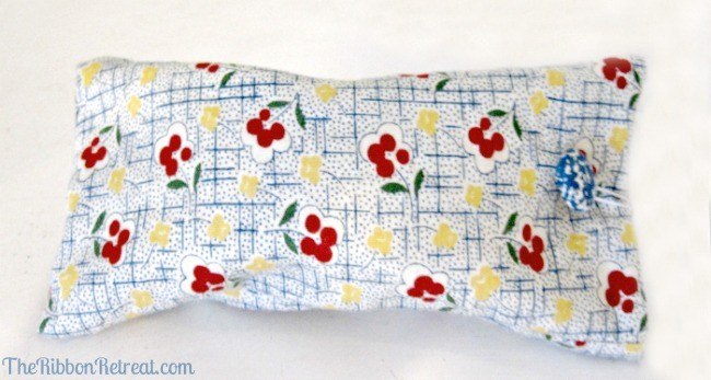 Easy sunglasses case tutorial with cute fabric and covered button!