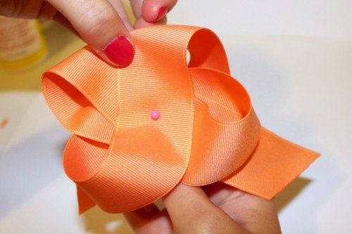 Pull the ribbon to make an X shape.