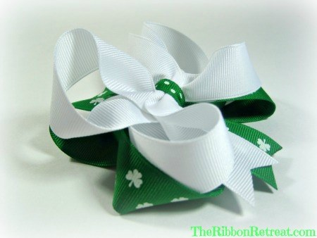 Twisted St. Patty's Day Bow - {The Ribbon Retreat Blog}