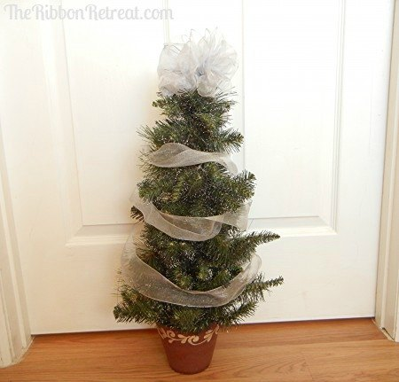 Wired Ribbon Christmas Tree - {The Ribbon Retreat Blog}