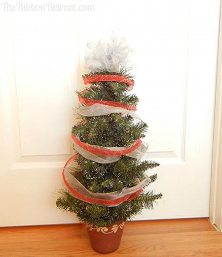 Wired Ribbon Christmas Tree   {The Ribbon Retreat Blog}