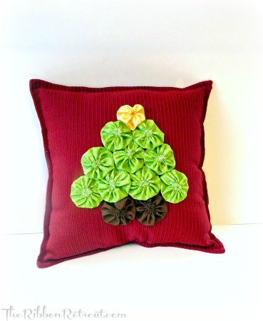 Yo Yo Christmas Tree Pillow - {The Ribbon Retreat Blog}
