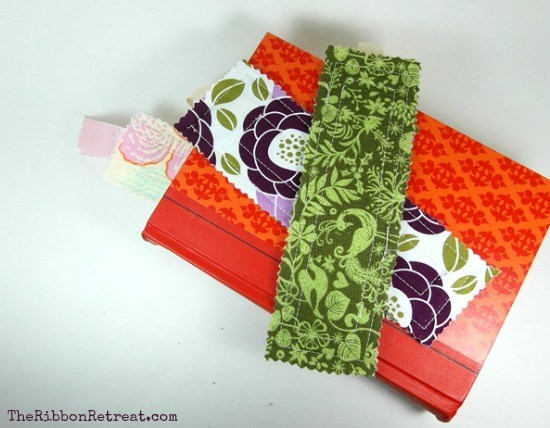 Fabric Bookmark Tutorial - Perfect gift for those who love to read! {The Ribbon Retreat Blog}