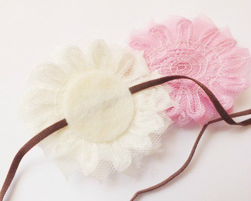 Glue your flower to the felt circle.